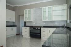 4 Bedroom House for sale in Olympus 1050351 : photo#5
