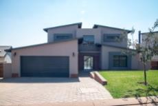 4 Bedroom House for sale in Olympus 1050351 : photo#29