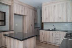4 Bedroom House for sale in Olympus 1050407 : photo#5