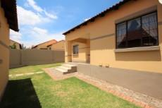 3 Bedroom Townhouse for sale in Mooikloof Ridge 1055073 : photo#20