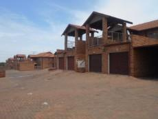 2 Bedroom Townhouse for sale in Clubview 1063243 : photo#0