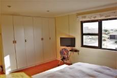 4 Bedroom House pending sale in Pringle Bay 1063548 : photo#16