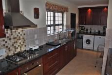4 Bedroom House pending sale in Pringle Bay 1063548 : photo#1