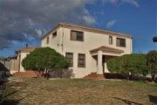 4 Bedroom House sold in Pringle Bay 1063548 : photo#0