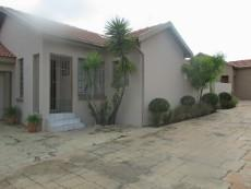 3 Bedroom House for sale in Thatchfield Estate 1063858 : photo#23