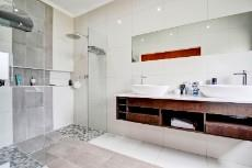 4 Bedroom House for sale in Olympus 1066742 : photo#17