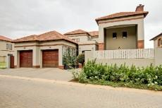 4 Bedroom House for sale in Olympus 1066742 : photo#1