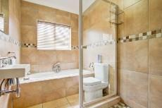 4 Bedroom House for sale in Olympus 1066742 : photo#25