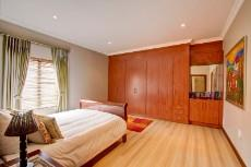 4 Bedroom House for sale in Olympus 1066742 : photo#20