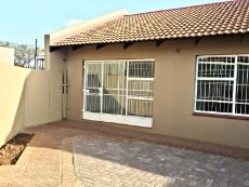 2 Bedroom Townhouse for sale in Langenhovenpark 1067358 : photo#17