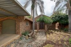 3 Bedroom House for sale in Garsfontein 1076099 : photo#0