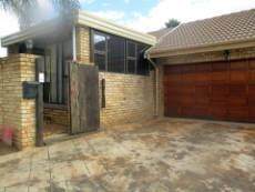3 Bedroom House for sale in Thatchfield Estate 1078028 : photo#0