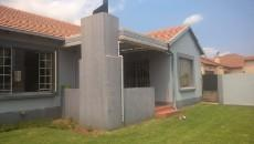 3 Bedroom House for sale in Thatchfield Estate 1082109 : photo#1