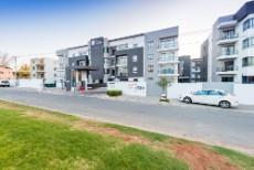 2 Bedroom Apartment for sale in Rivonia 1090148 : photo#3