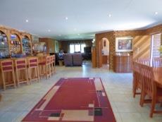 Open plan lounge, bar, dining room