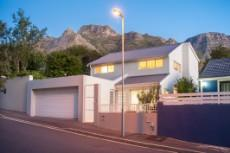 4 Bedroom House for sale in Vredehoek 1104431 : photo#0