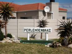 Same Entrance to Perlemoenbaai  -  now zoomed in a bit.