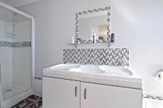 Well fitted bathroom (shower)  in Flat