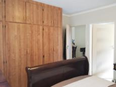 Main bedroom with en-suite and built-in-cupboards