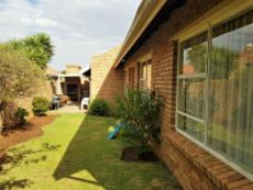 Garden with underroof built-in-braai