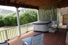 Ground floor deck with Jacuzzi