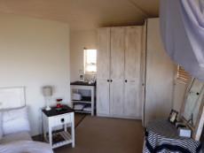 1st Floor: Same en suite Main Bedr - in yet another direction.