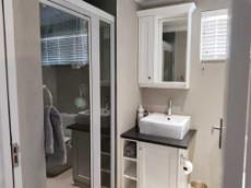 1st Floor: 2nd Full bathroom sharing 2nd & 3rd bedrooms