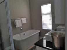 Full main-en-suite with double basins