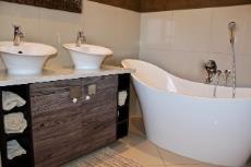 Main bathroom bath and double vanity