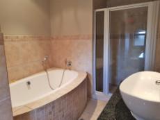 Full 2nd bathroom