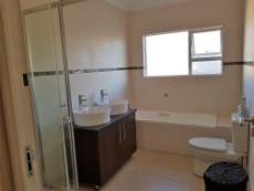 Full guest bathroom for the 2nd & 3rd bedrooms