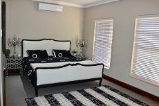 Guest bedroom with seating area and en-suite bathroom