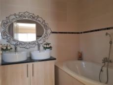 Full main-en-suite with double basins and huge bathtub