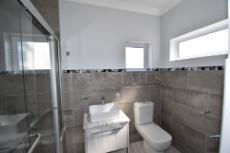Bathroom in mainbedroom
