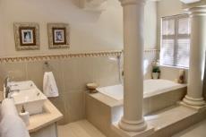 Full main bathroom (en-suite)