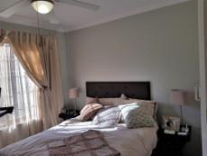 Guest bedroom with ceiling fan