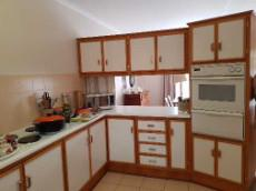 Kitchen with eye level oven & hob