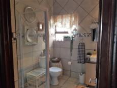 Beautiful full guest bathroom