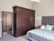 Main bedroom with full en-suite bathroom