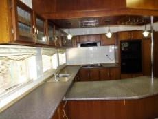 Large kitchen with lots of cupboards