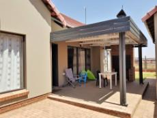 Patio with double louvre roof and built-in-braai