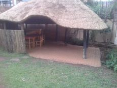 Large garden with a cool lapa