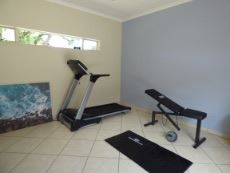 Outdoor gym / home office