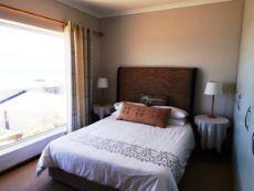 Main en suite Bedroom (with bath & shower).