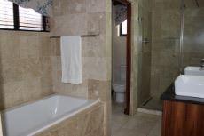 Full en-suite bathroom.