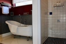 2nd Bedroom bath and shower