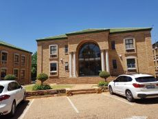300m2 TO LET in Highveld