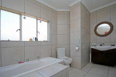 1st Main En-suite Bathroom