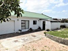 Front View of Dwelling. ±200m Walking distance away from Sea.