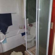 Flatlet Bathroom with Bath, shower, basin and toilet